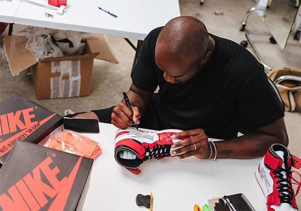 Virgil Abloh signs his Jordan 1 collaboration for family and friends