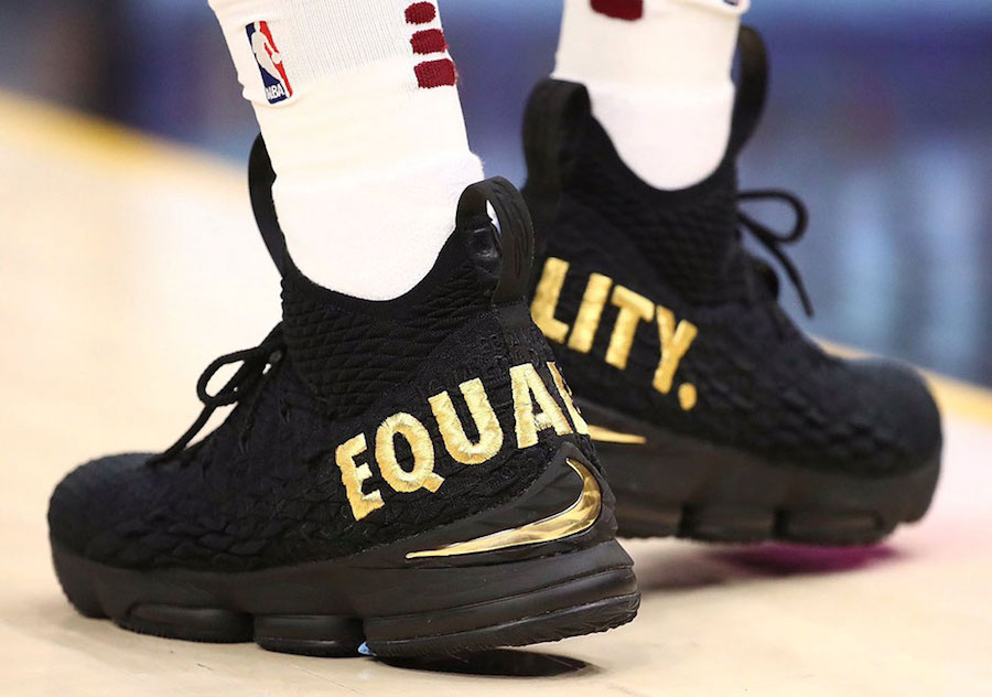 LeBron's opening night sneakers sent a message
