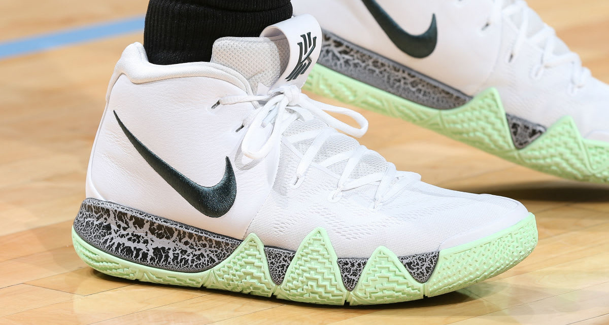 #HardwoodHeat : Kyrie drops two fresh colorways of the 4 against Memphis