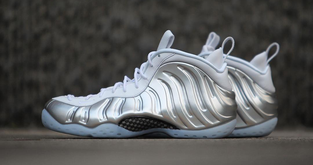 """A detailed look at the WMNS Nike Air Foamposite One """"Chrome"""""""