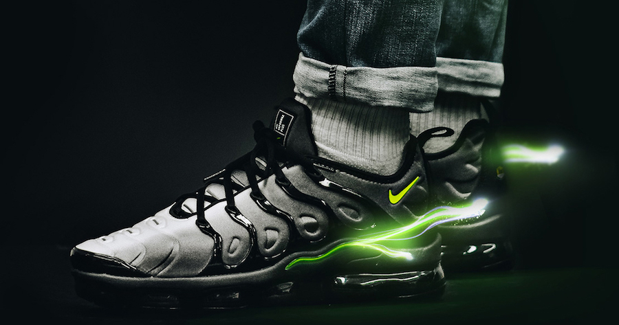 "On foot look // Nike VaporMax Plus ""Volt"""