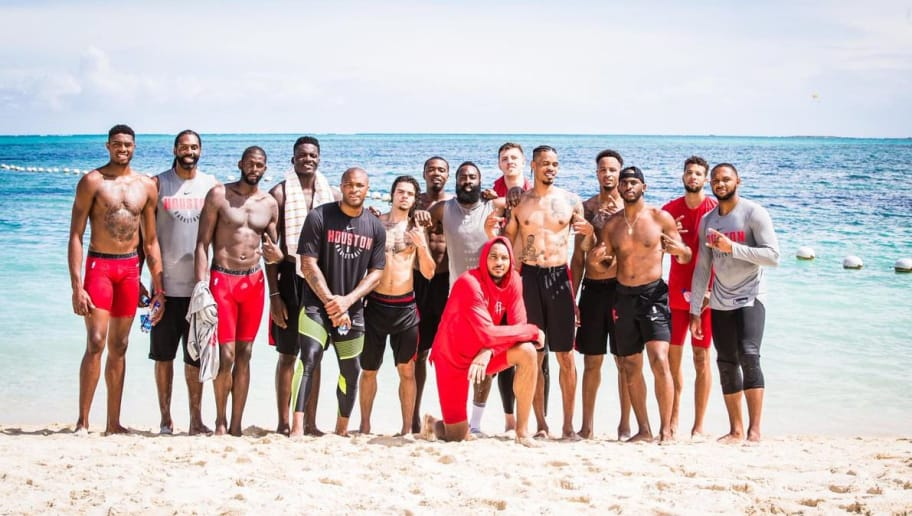 Melo is Ironically Wearing a Hoodie on the Beach in Rockets Team Photo