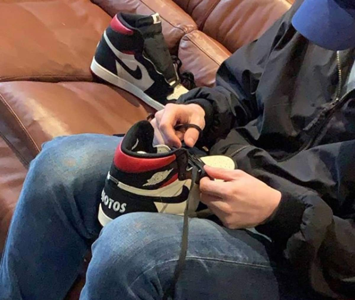 "Resellers Forced to Wear ""No Ls"" Air Jordan 1s Out of Store"