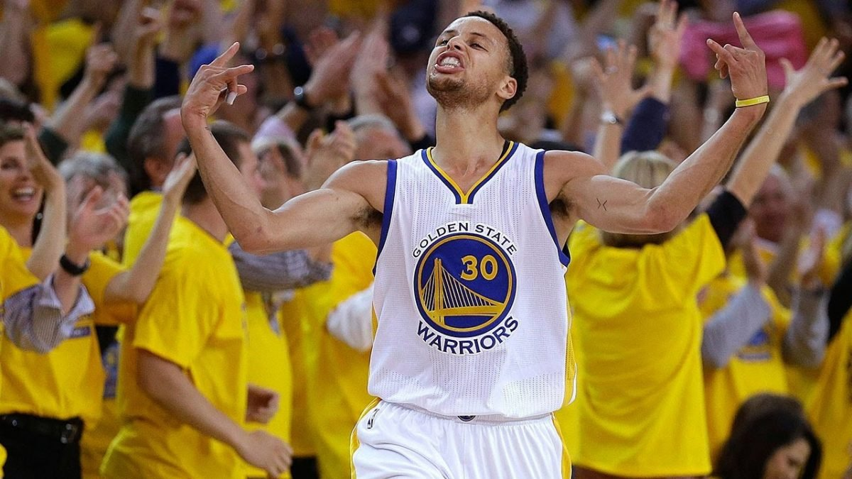 VIDEO // Steph Curry is Hype AF After Beating Klay Thompson in Shooting Contest